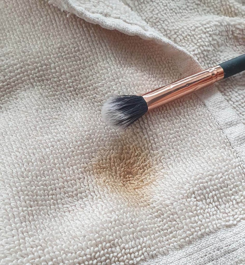 ISOCLEAN Makeup Brush Cleaner - a clean brush